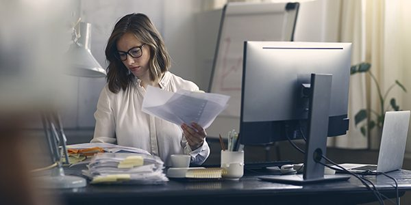 Beautiful business woman sitting concentrated in her work in fro